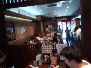 タニヤ通りにある名古屋名物手羽先山ちゃんはお昼からタイ人に大人気