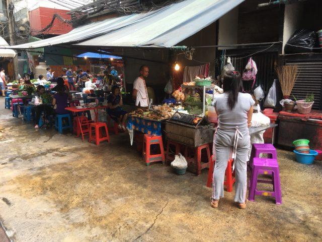 熱帯夜バンコクこの時期の屋台のタイ料理はタイ人も気を付けるって話