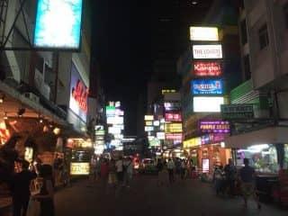 タニヤ通りで長年愛される老舗中華料理店はマリリンモンローのすぐ横!