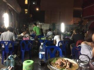 スリウォン通りに深夜現れるタイの女の子に人気のタイ式焼肉ムーガタ