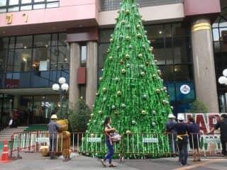 クリスマスムード全開のバンコクで寂しくなったらここタニヤ通りへ!